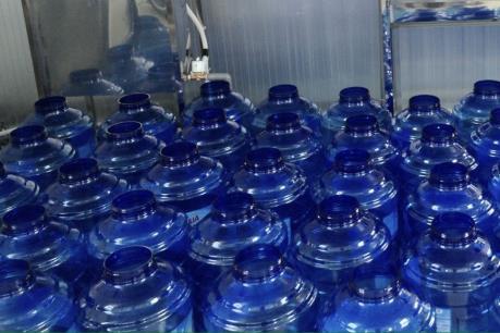 Hà Nội ngăn chặn việc tăng giá bất hợp lý với nước đóng bình