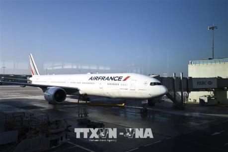 Máy bay chở hơn 300 khách hạ cánh khẩn cấp tại Nhật Bản