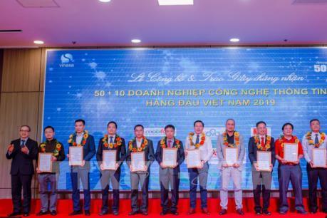 """Đà Nẵng trao Danh hiệu """"50+10 Doanh nghiệp Công nghệ thông tin hàng đầu Việt Nam"""""""
