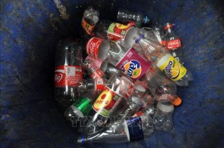 """""""Cha đẻ"""" của hàng chục nghìn chai, lọ nhựa vứt ra môi trường là ai?"""