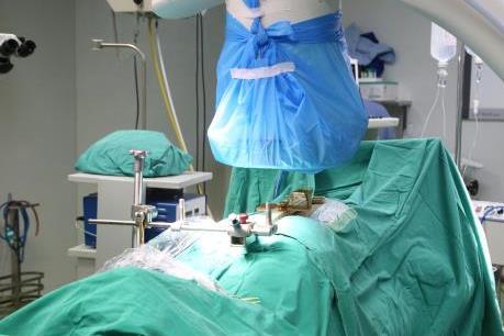 Bệnh viện đầu tiên tại Phú Thọ ứng dụng công nghệ phẫu thuật cột sống bằng robot