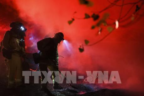 Cháy rừng lan rộng tại Los Angeles