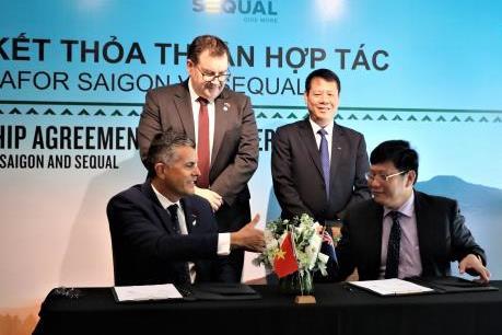 Sequal Holdings Ltd và VinaFor Sài Gòn hợp tác phân phối gỗ thông