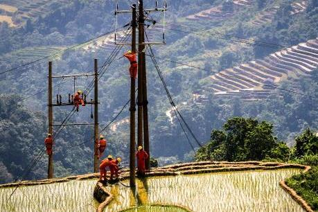 """Hành trình đưa điện """"lên núi, xuống biển""""!"""