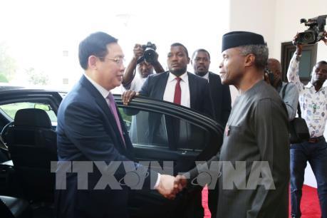 Phó Thủ tướng Vương Đình Huệ hội đàm với Phó Tổng thống Nigeria
