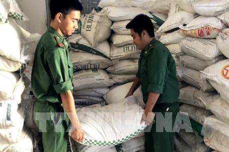 Thu giữ lượng lớn bia, đường cát nhập lậu từ Campuchia