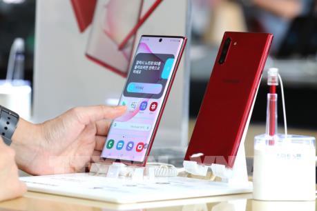 """Samsung mất """"ngôi vương"""" ở thị trường điện thoại thông minh Indonesia"""