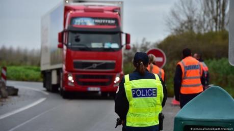 Cảnh sát Hy Lạp phát hiện 41 người di cư trong xe tải đông lạnh