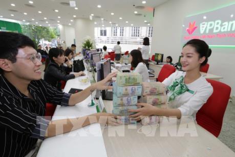Dịch COVID-19: Nhiều tổ chức tín dụng giảm lãi suất hỗ trợ doanh nghiệp