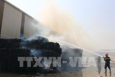 Cháy lớn tại xưởng phế liệu huyện Yên Phong, Bắc Ninh