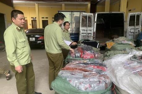 Thu giữ lượng lớn túi xách giả da do Trung Quốc sản xuất