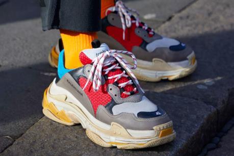 """Lý giải về """"cơn sốt sneaker"""" đang càn quét Trung Quốc"""