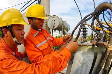 EVN tăng cao nguồn điện chạy dầu để cung ứng điện các tháng cuối năm
