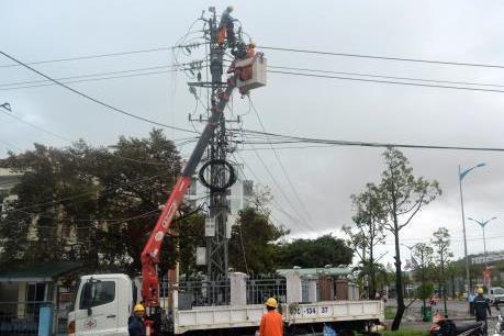 Các ngành điện, giao thông, nông nghiệp khắc phục hậu quả bão số 6