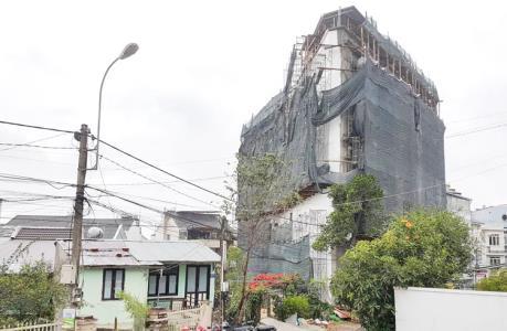 Lâm Đồng xử phạt hành chính, buộc tháo dỡ phần khách sạn xây sai phép