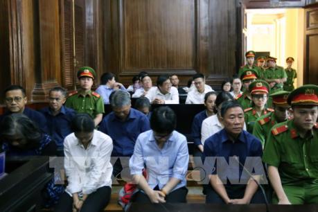 Xét xử bị cáo Hứa Thị Phấn cùng 5 đồng phạm trong giai đoạn 2 của vụ án Ngân hàng Đại Tín