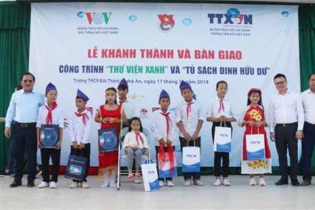 Đoàn Thanh niên TTXVN, VOV trao tặng tủ sách Đinh Hữu Dư tại Nghệ An