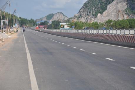 """Quảng Ninh đẩy nhanh xử lý 10 """"điểm đen"""" trên tuyến Quốc lộ 18"""