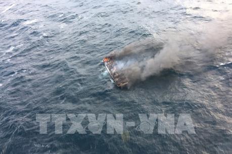 Hàn Quốc ưu tiên tối đa cứu hộ nạn nhân vụ cháy tàu cá có công dân Việt Nam