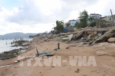 Bình Định: Kè sông chưa nghiệm thu đã hư hỏng nặng sau bão số 5