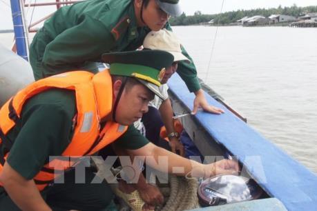 """Khắc phục """"thẻ vàng"""" IUU: Lắp đặt thiết bị giám sát hành trình tàu cá"""