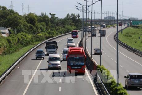 Chạy lấn làn, lấn tuyến gia tăng trên cao tốc TP. HCM – Trung Lương