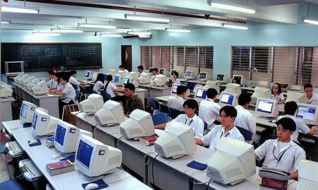 Nhật Bản kích thích kinh tế qua việc trang bị máy tính cá nhân ở trường học