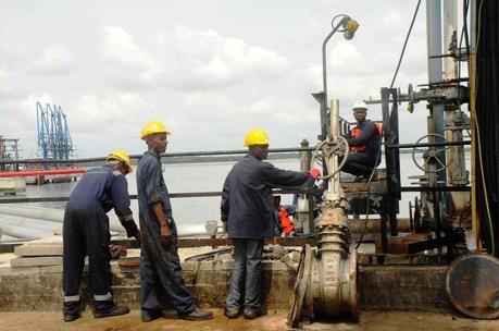 Kinh tế Nigeria khởi sắc nhờ xuất khẩu dầu thô