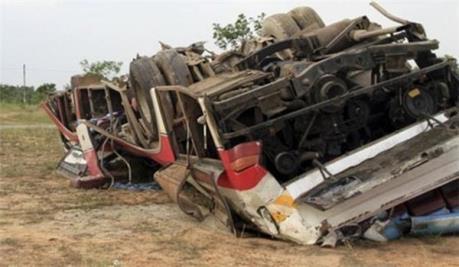 Tai nạn giao thông thảm khốc làm 47 người thương vong