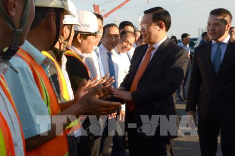 Phó Thủ tướng Vương Đình Huệ thăm và làm việc tại Cảng Đà Nẵng
