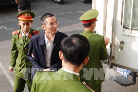Xét xử vụ đánh bạc nghìn tỷ: Hoãn phiên tòa vì vắng mặt cựu Bộ trưởng Trương Minh Tuấn