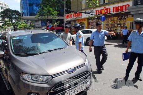 Hà Nội xử lý nhiều ô tô vi phạm đỗ xe theo ngày chẵn - lẻ