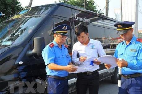 Hà Nội tăng cường xử lý vi phạm các xe chở khách, xe quá tải