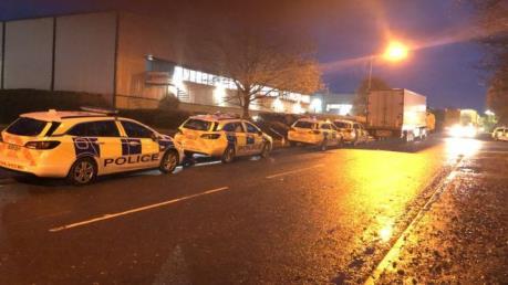 Cảnh sát Anh phát hiện 10 người nhập cư trong xe container