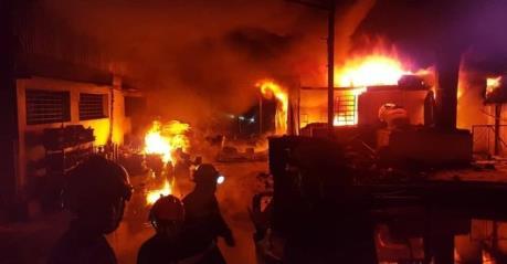 Đồng Nai: Cháy lớn tại công ty sản xuất mica, tấm lợp PVC