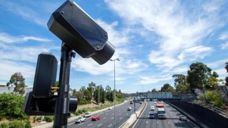 Australia dùng camera thông minh để xử phạt tài xế dùng điện thoại di động
