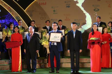 Lee & Man Việt Nam lần thứ 2 được vinh danh Top Doanh nghiệp bền vững Việt Nam năm 2019