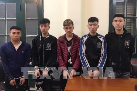 Bắt nhóm đối tượng dùng kiếm gây ra loạt vụ cướp trong đêm ở Hà Nội