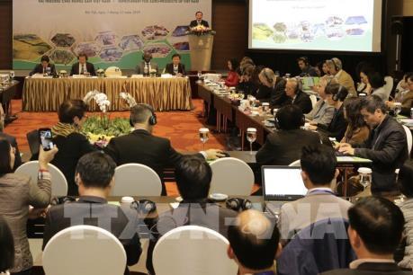 Xây dựng vùng nguyên liệu gắn kết với chế biến, thị trường cho nông sản Việt