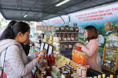 Lào Cai giới thiệu nhiều nông sản đặc sản tại Thủ đô