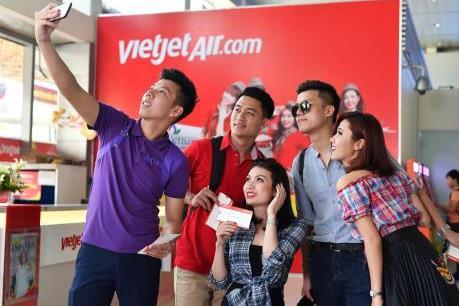 Vietjet Air tặng đội bóng nam và nữ SEA Games cùng người thân