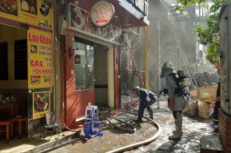 Hà Nội: Cháy tại quán ăn trên phố Hoàng Cầu