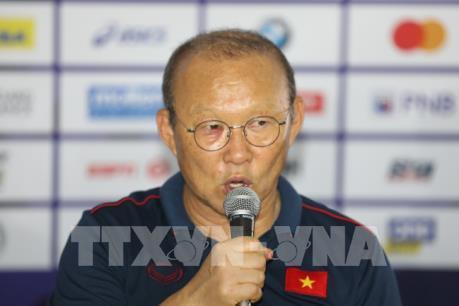 """""""Thầy"""" Park muốn bóng đá Việt Nam hết """"cơn khát HCV"""""""