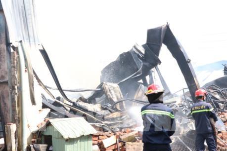 Cháy nhà xưởng 1.000 m2 tại công ty sản xuất gia công nệm mút
