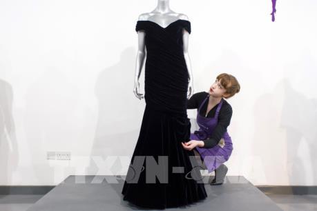 Đấu giá bộ váy dạ hội của Công nương Diana