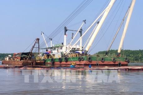 Tìm thấy thi thể một nạn nhân bị mất tích khi trục vớt tàu chìm trên sông Lòng Tàu