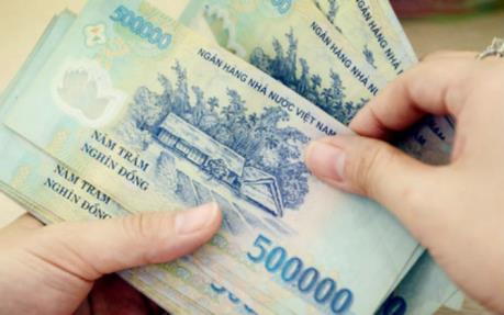 Lương của chồng có thể được chuyển thẳng tài khoản vợ