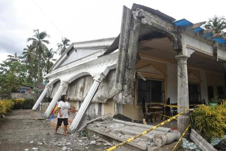 Philippines rung chuyển vì động đất mạnh, 15 người thương vong