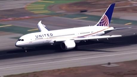 Máy bay của United Airlines hạ cánh khẩn cấp do cháy động cơ