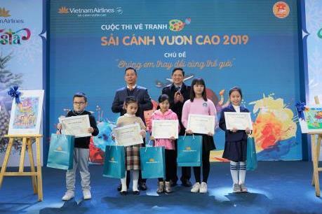 """Vietnam Airlines tổ chức Lễ trao giải và triển lãm tranh cuộc thi """"Sải cánh vươn cao"""""""